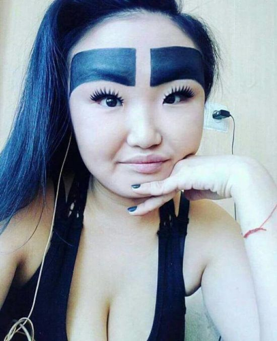 Awkward Eyebrows (15 pics)