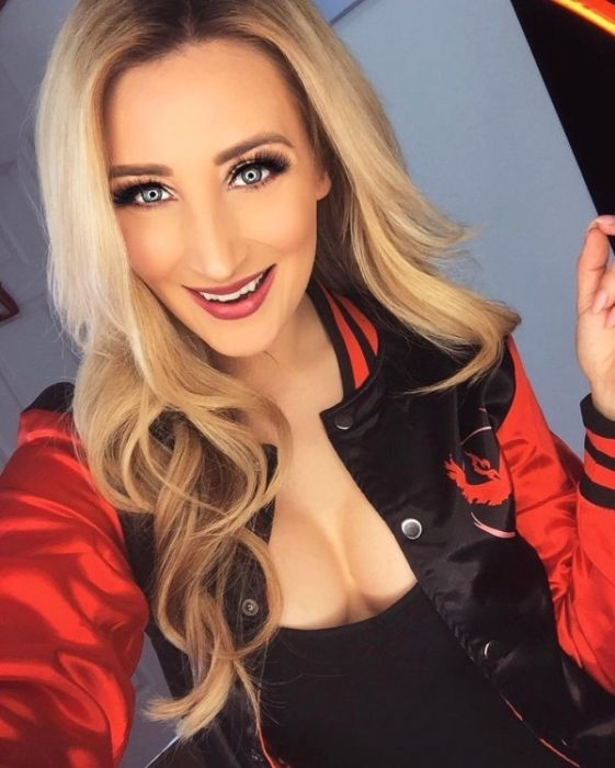 Holly Wolf Is A Very Hot Cosplayer (20 pics)