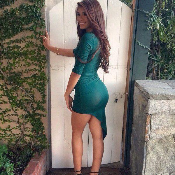 Girls In Tight Dresses (32 pics)