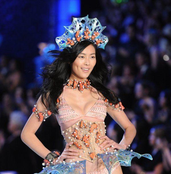 The Salaries Of Victoria's Secret Models (18 pics)
