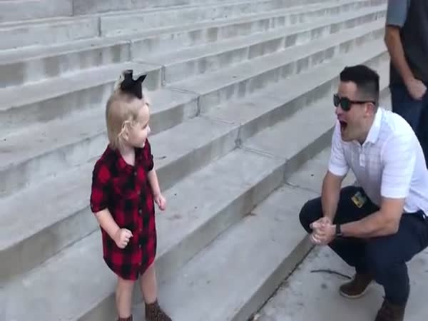 This Little Girl Can't Recognize Her Father Without His Beard