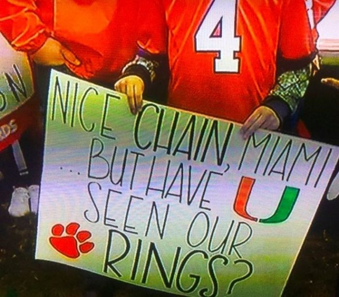 The Best College GameDay Signs (39 pics)