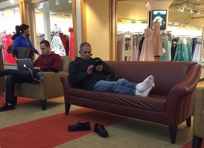 Husbands Shopping With Their Wives (31 pics)