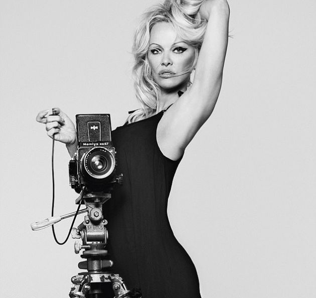 50-Year-Old Pamela Anderson Is Still Very Sexy (7 pics)