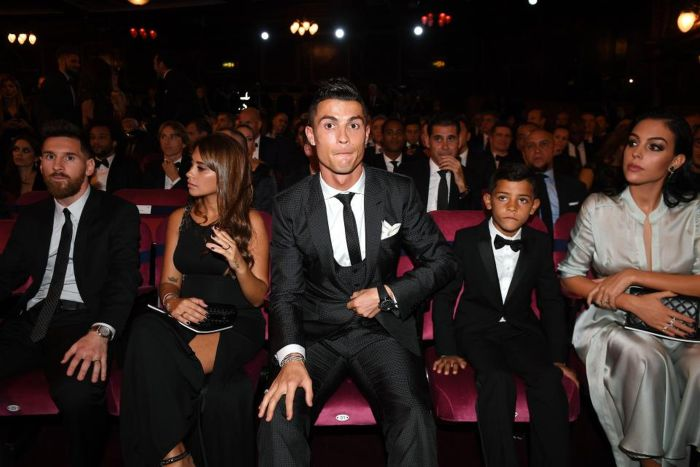 Ronaldo's Son Meets His Idol, Messi (3 pics)