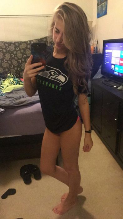 Pretty Fans And Cheerleaders (44 pics)