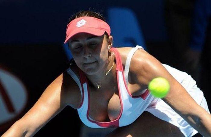 women tennis 15 - שחקניות טניס שנתפסו בעדשה בזמן משחק (19 תמונות)