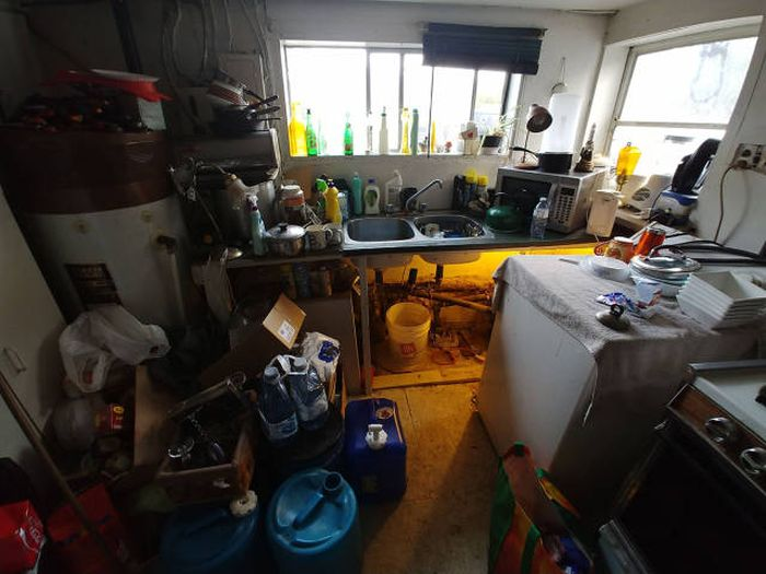 The House Of A Man Who Couldn't Get Over A Divorce… (16 pics)