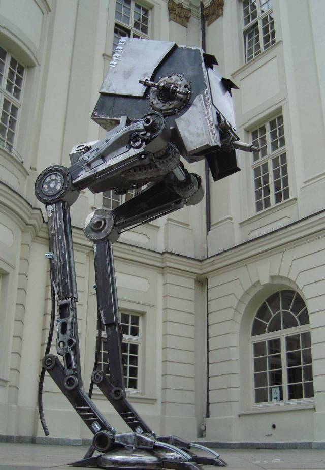 Awesome Scrap Metal Statues (20 pics)