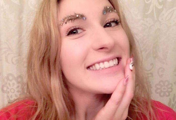 Christmas Eyebrows (20 pics)