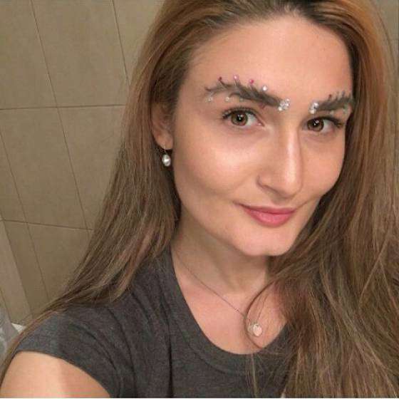 Christmas Eyebrows (20 pics)
