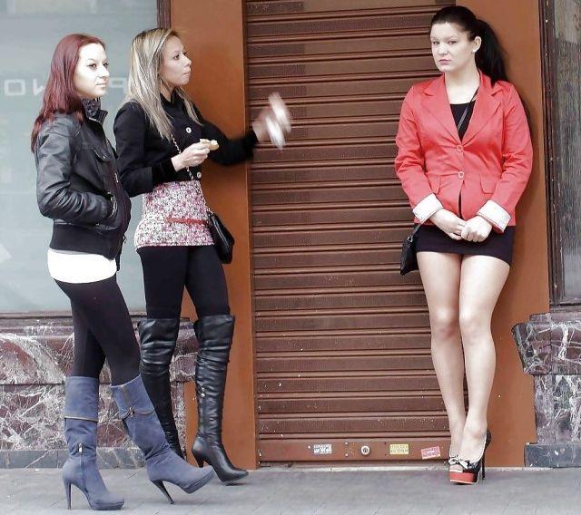 Street Girls (27 pics)