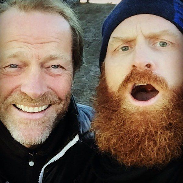 When Not Fighting Tor The Iron Throne, The Game of Thrones Cast Are Friends (22 pics)