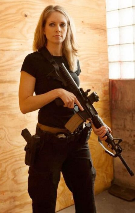 Girls With Guns (52 pics)