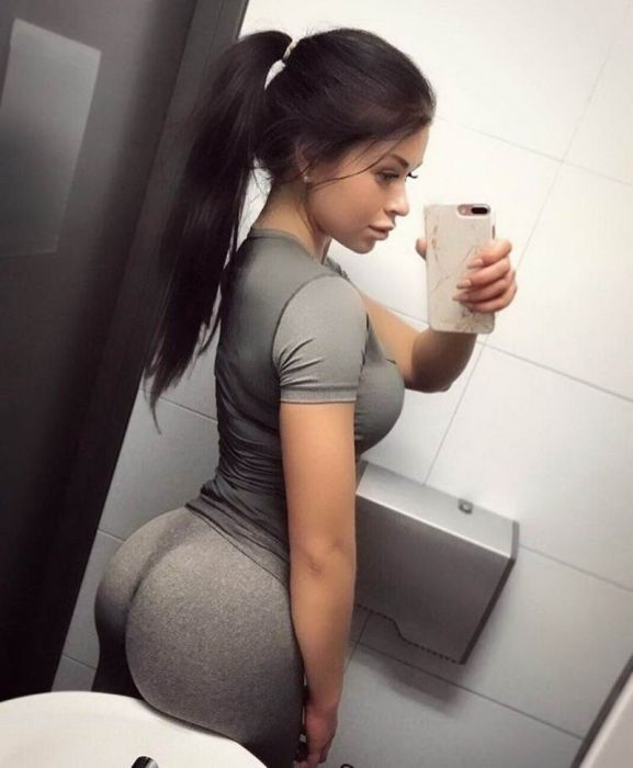 Girls In Yoga Pants (39 pics)