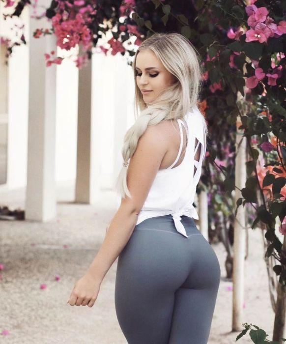 Girls In Yoga Pants (39 pics)