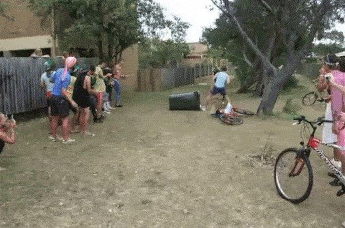Bike Fails (16 gifs)