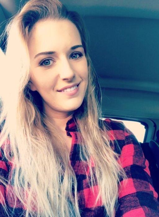 Cute Girls In Flannels (31 pics)