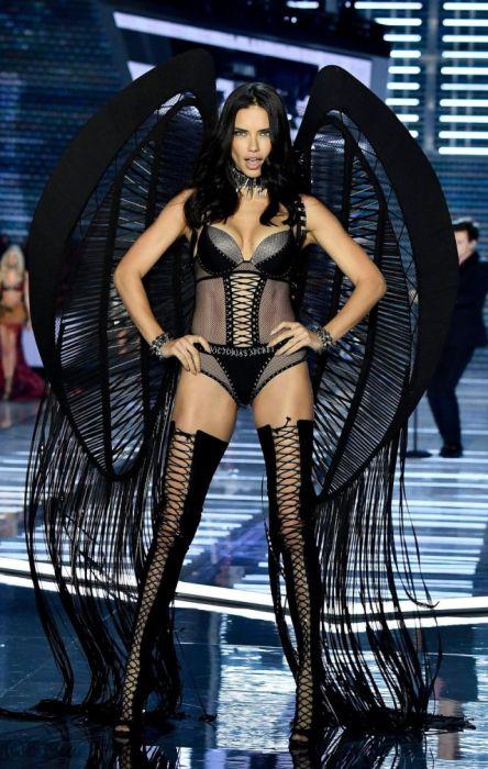 Victoria's Secret Fashion Show in Shanghai (33 pics)