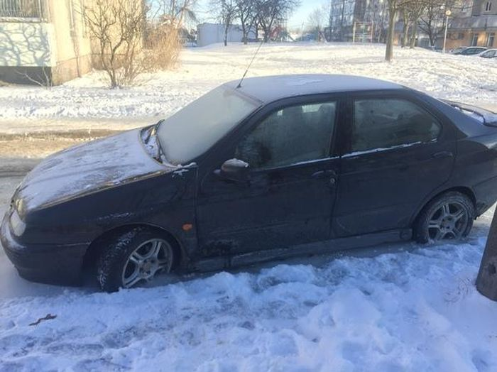 Car Stuck In Ice In Russia (16 pics)