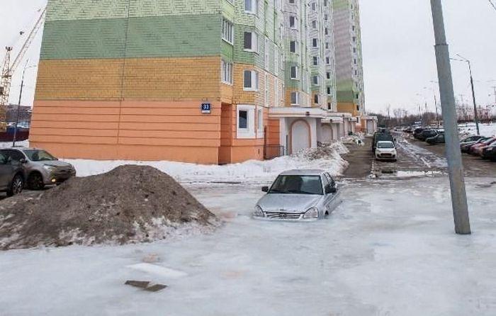Car Stuck In Ice In Russia (16 pics)