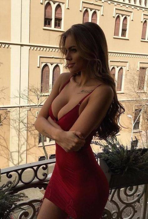 Girls In Tight Dresses (47 pics)