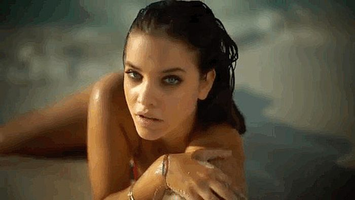 Hungarian Top Model Barbara Palvin (26 gifs)
