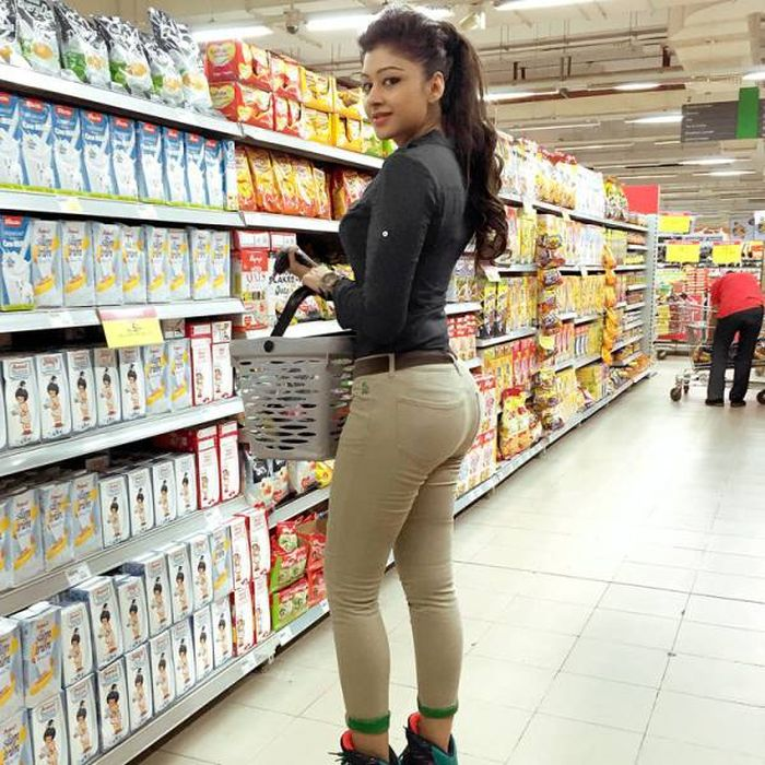 Hot Girls Shopping (25 pics)