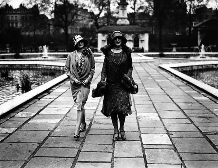 Women's Street Fashion A Century Ago (40 pics)