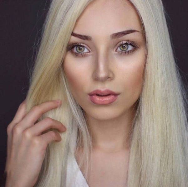 Different Hair and Makeup Makes Her Look Different (6 pics)