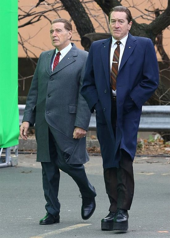 "Robert De Niro On The Set Of ""The Irishman"" (2 pics)"