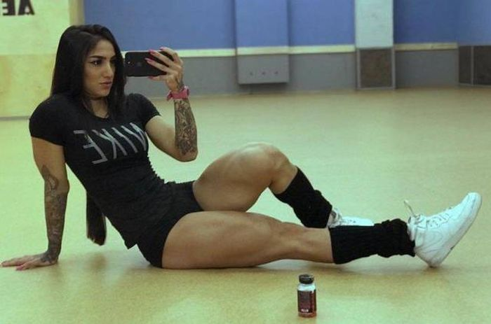 She Just Couldn't Stop Working Those Legs Out (14 pics)