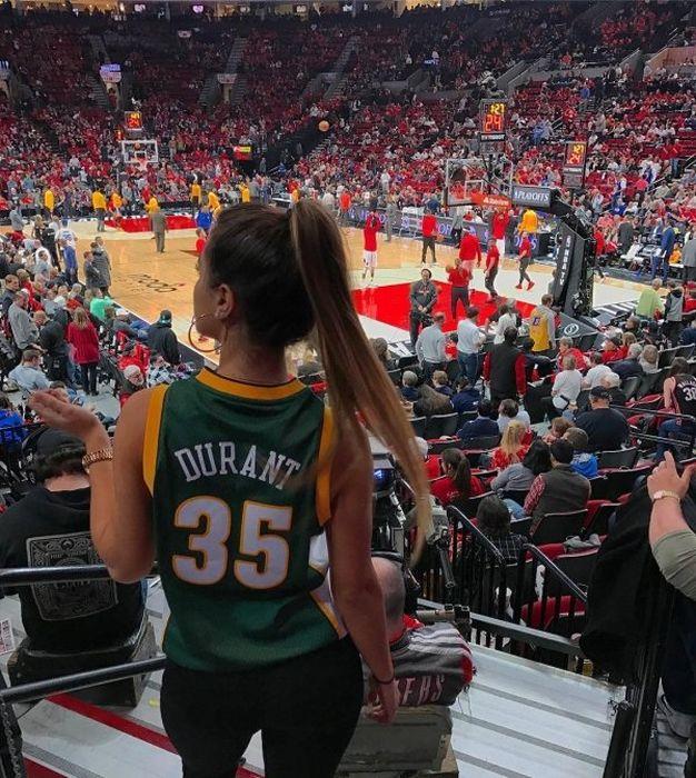 Female Sport Fans (30 pics)