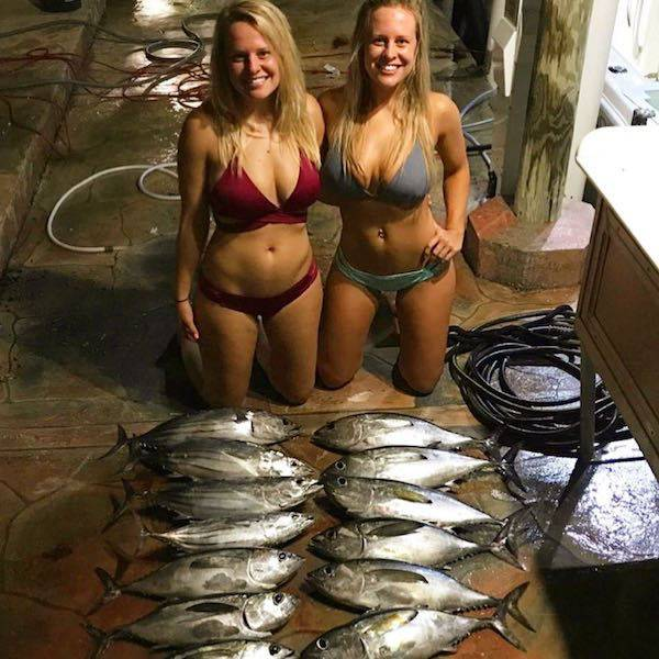 Hot Girls Fishing (32 pics)