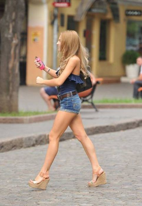 Hot Girls With Beautiful Long Legs (36 pics)
