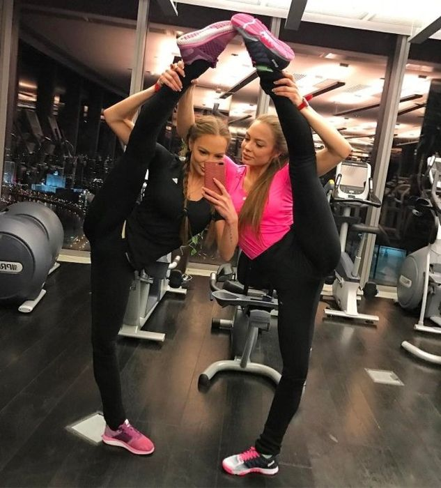 Flexible Women (22 pics)