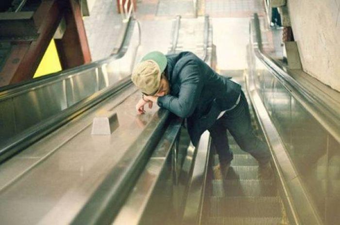 People Can Sleep Anywhere (26 pics)