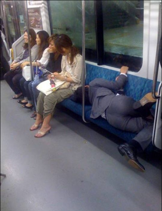 People Can Sleep Anywhere (26 pics)