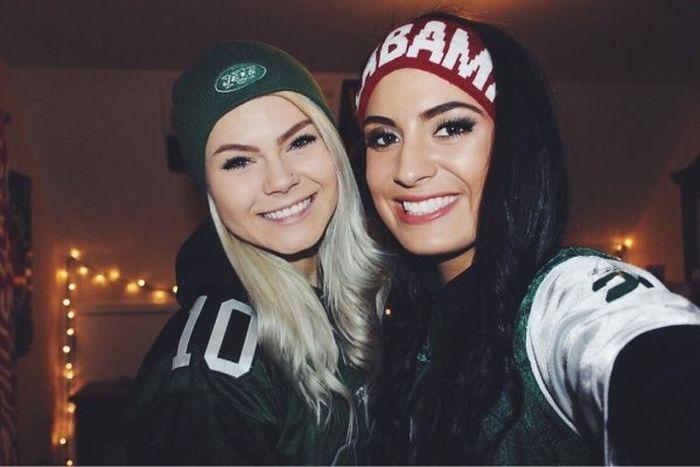 Female Fans (35 pics)