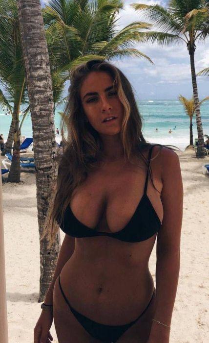 Hot Bikini Girls (52 pics)