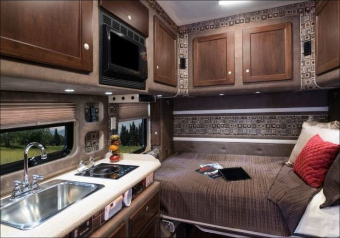 A Truck With A Real House Inside (11 pics)