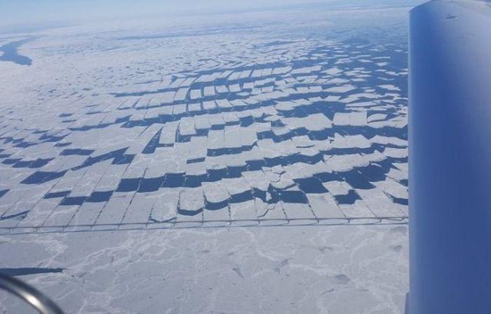 The Confederation Bridge in Canada Cuts Ice (2 pics)