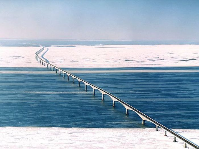 The Confederation Bridge in Canada Cuts Ice (2 pics)