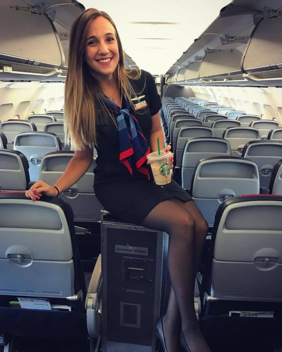 Girls On Planes (25 pics)