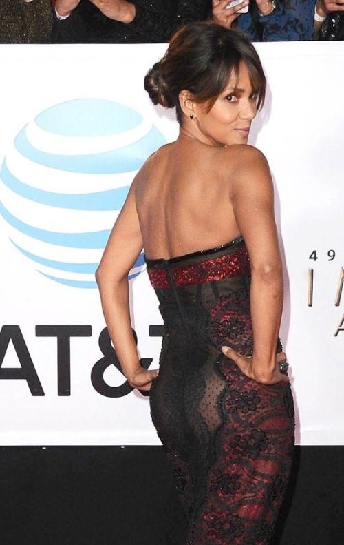 Halle Berry In Sexy Dress (3 pics)