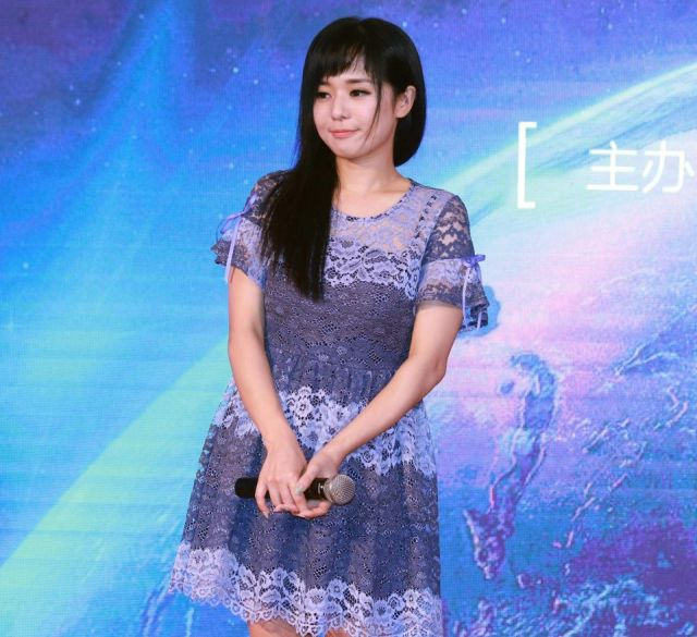 Sora Aoi Taught Entire Generation Of Chinese Men About Sex (10 pics)