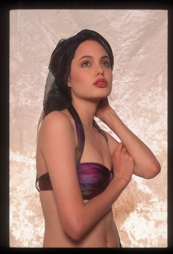 Photos of Young Angelina Jolie (23 pics)