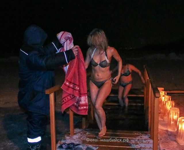 Russian Gris Take Dip In Icy Water To Mark Orthodox Epiphany (33 pics)