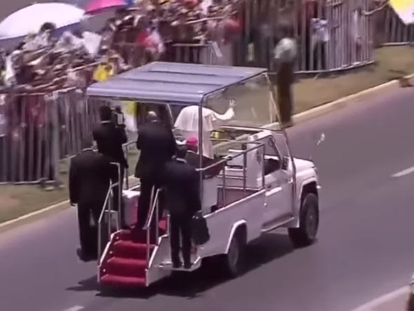 Pope Frances Helps Policewoman Who Fell Off Horse