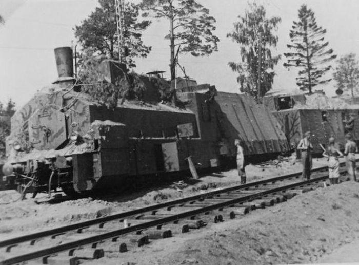 Armored Train (40 pics)